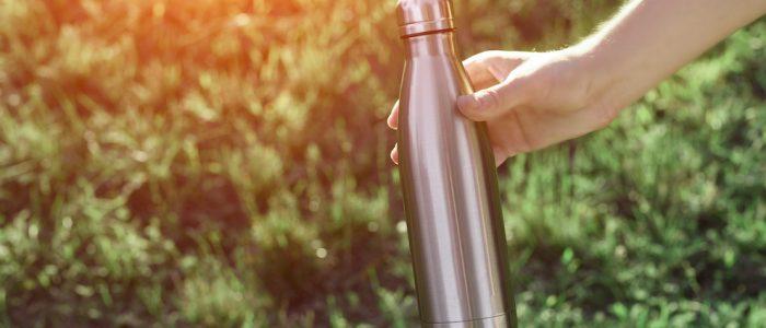 Borracce in acciaio, alluminio, plastica o vetro
