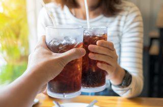 5 motivi per smettere di bere bevande gassate