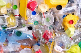 Plastica: quanto ci costa produrla e smaltirla?